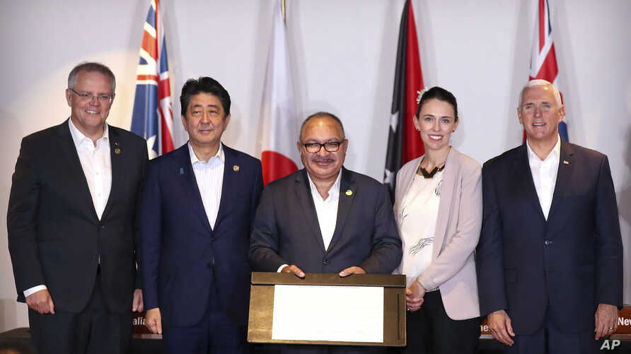 From left, prime ministers Scott Morrison of Australia, Shinzo Abe of Japan, Peter O'Neill of Papua New Guinea, Jacinda Ardern of New Zealand and U.S. Vice President Mike Pence pose after signing the Papua New Guinea Electrification Partnership in Po