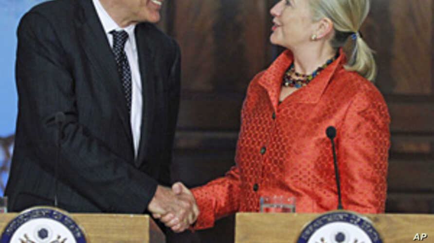 Clinton Urges Early End to Emergency Rule in Egypt