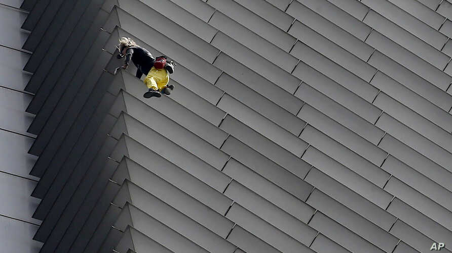 French urban climber Alaine Robert, popularly known as 'Spiderman,' climbs the 47-Storey GT Tower Building at the financial district of Makati city east of Manila, Philippines, Jan. 29, 2019.
