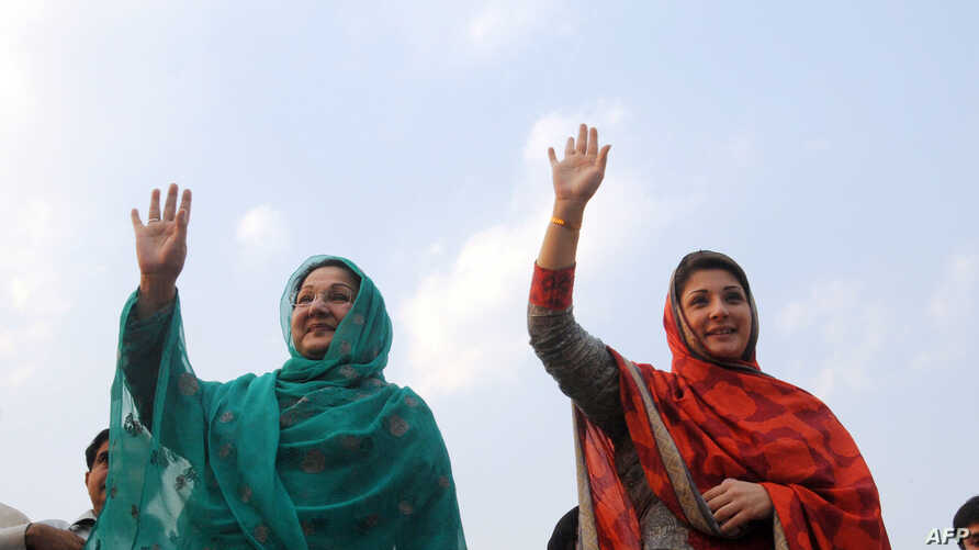 FILE - Kulsoom Nawaz (L), wife, and Maryam Nawaz (R), daughter former Pakistani prime minister Nawaz Sharif, wave to supporters at a campaign rally in Lahore, Pakistan, on May 4, 2013. Kulsoom Nawaz won her husband's parliamentary seat in a by-electi