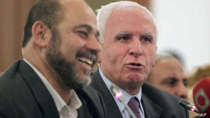 Azzam al-Ahmad (L), head of the Fatah group, and Mousa Abu Marzook, a senior member of Hamas, speak at a news conference after Palestinian President Mahmoud Abbas's Fatah group made a deal with rival Hamas to end their long-running feud, in Cairo, Ap