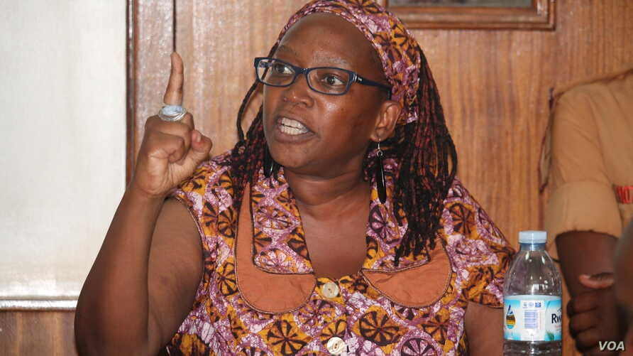 Makerere University Researcher Stella Nyanzi defending her case before the Buganda Road Court Magistrate in Uganda, April 10, 2017, saying she is not guilty.