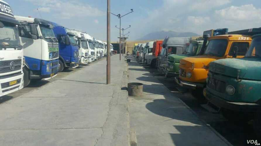 In this photo sent to VOA Persian, Iranian trucks idled by a 4-day-old truckers strike can be seen in the northern province of Qazvin on Sept. 26, 2018.