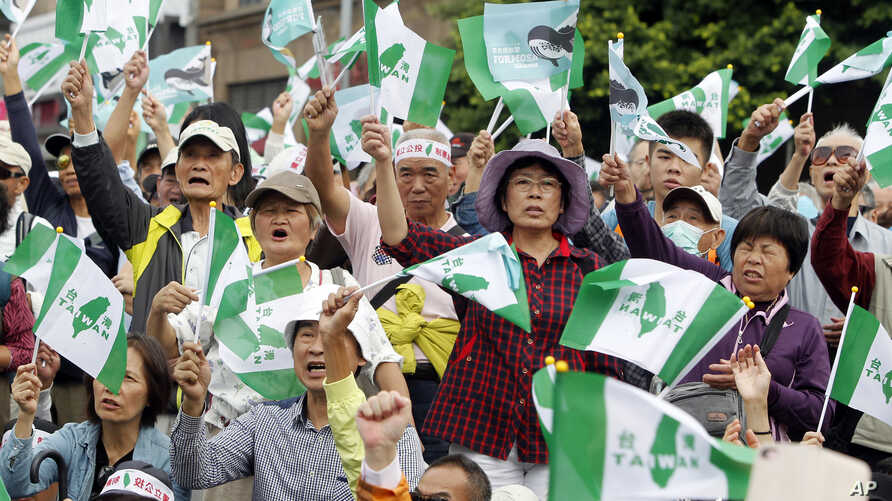 Pro-independence demonstrators shout slogans during a rally in Taipei, Taiwan, Oct. 20, 2018.