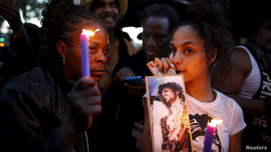 Julya Baer, 30, (R) cries at a vigil to celebrate the life and music of deceased musician Prince in Los Angeles, California, U.S., April 21, 2016.