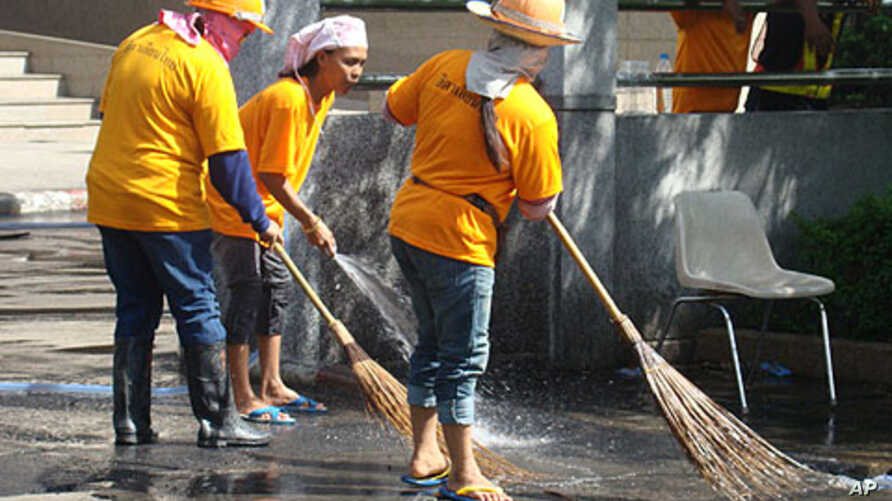 City workers clean the anti-government protest area in Bangkok, Thailand, 20 May 2010