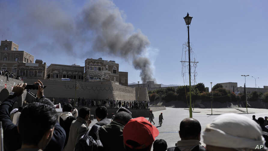 Smoke raises after an explosion at the Defense Ministry complex in Sana'a, Dec. 5, 2013.