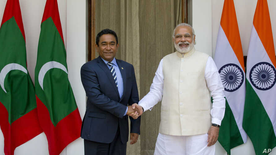 Indian Prime Minister Narendra Modi, right, shakes hands with Maldives' President Yameen Abdul Gayoom before a delegation level meeting in New Delhi, April 11, 2016.