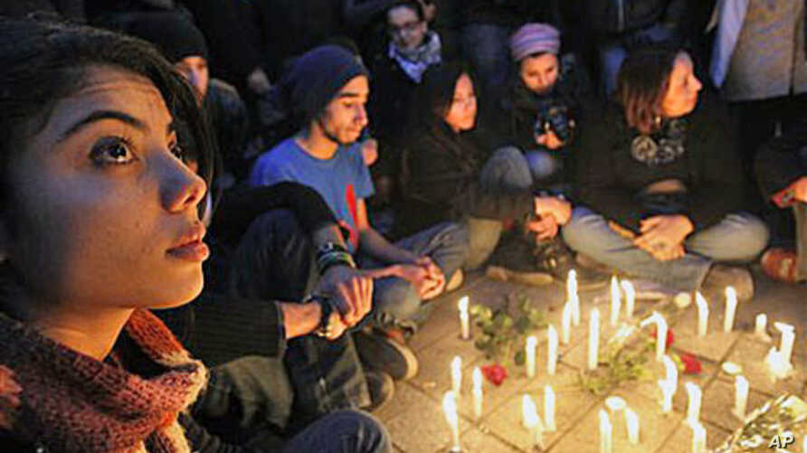 Young people gather around candles as they begin three days of mourning Friday to mourn dozens who died in the protests that drove their autocratic leader from power, in Tunis, January 22, 2011 (File Photo)