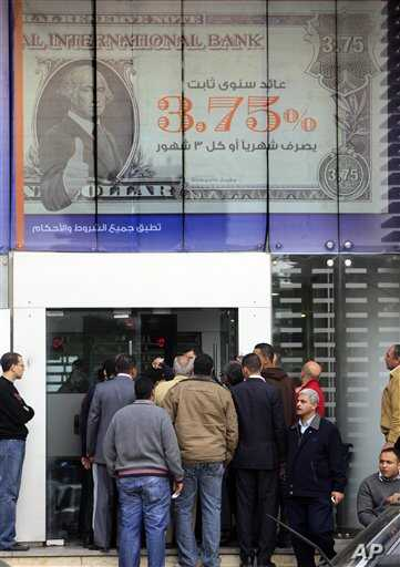 Egyptians line up in front of a bank in Cairo, Egypt, Feb 7, 2011