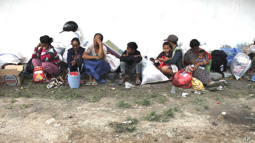 Villagers of Balinuraga sit and rest after they fled from their homes following ethnic clashes in Lampung province, Indonesia, October 30, 2012.