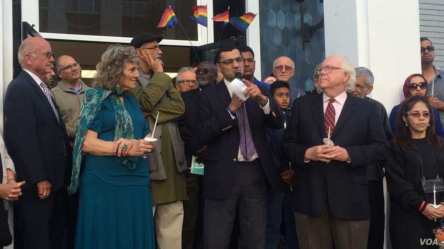 People gather at the Islamic Center of Southern California to mourn the Orlando attacks. (E. Lee/VOA)