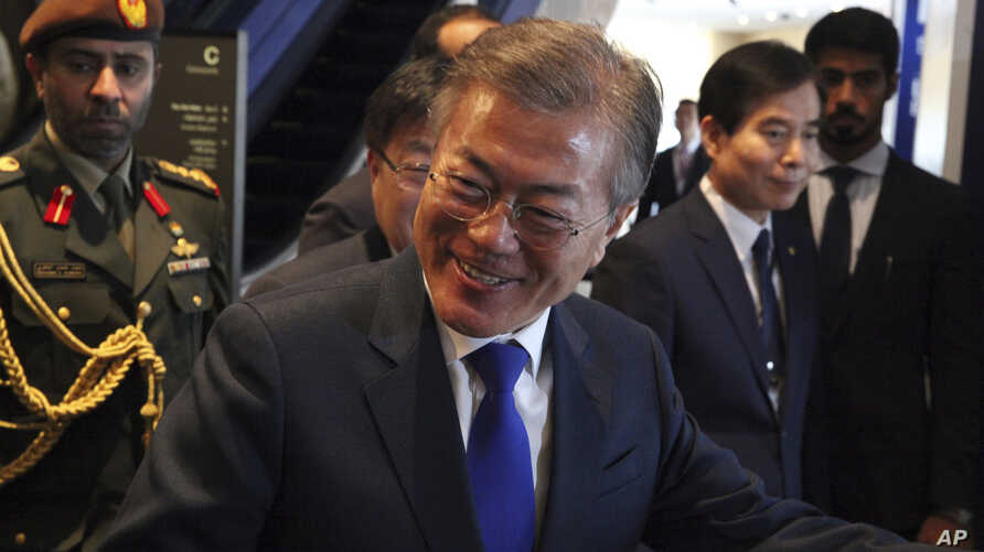 South Korean President Moon Jae-in arrives for a luncheon in Dubai, United Arab Emirates, Tuesday, March 27, 2018. Moon on Tuesday attended an Emirati-Korean business forum at the Burj Khalifa, the world's tallest building, in Dubai as part of his to