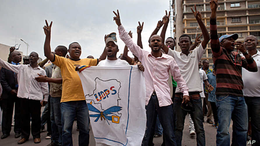 Opposition supporters demonstrate in front of the post office in Kinshasa, on October 13, 2011.