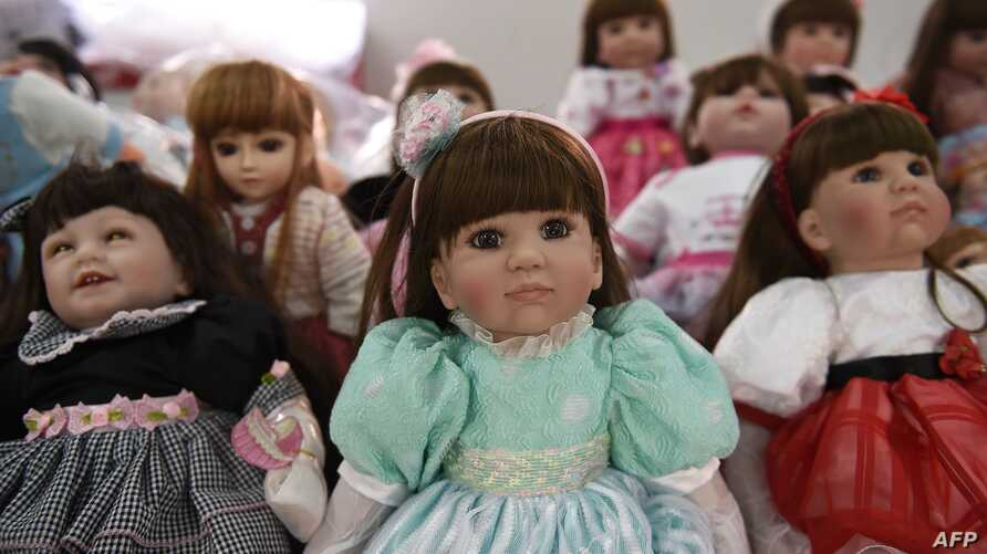 """Luuk thep"" (child angels) dolls are displayed at the Economic Crime Suppression Division after more than a hundred of them were seized in separate raids, in Bangkok, Jan. 26, 2016."
