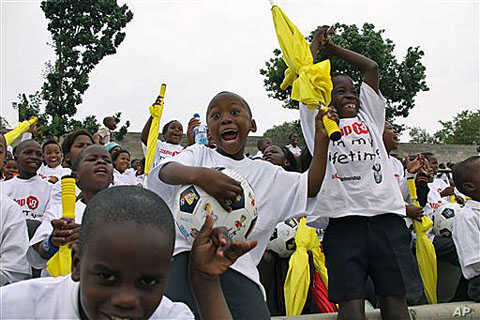 Children participate in the launch of a global plan to stop tuberculosis, in Alexandra Township, north of Johannesburg, South Africa, October 2010. (file photo)