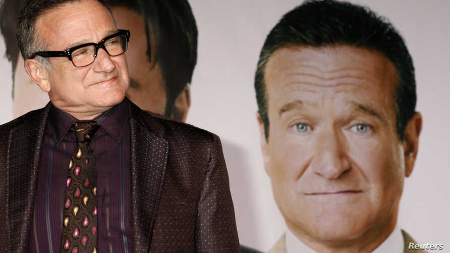 "Actor Robin Williams, star of the new film ""Old Dogs"" arrives at the film's premiere in Hollywood, California, Nov. 9, 2009."