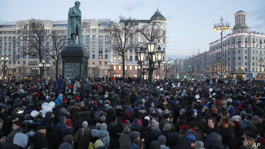 People gather to commemorate the victims of Sunday's fire in a shopping mall in the Siberian city of Kemerovo, in the center of Moscow, on Tuesday, March 27, 2018. Several Russian cities including Moscow are holding rallies to commemorate the dead.