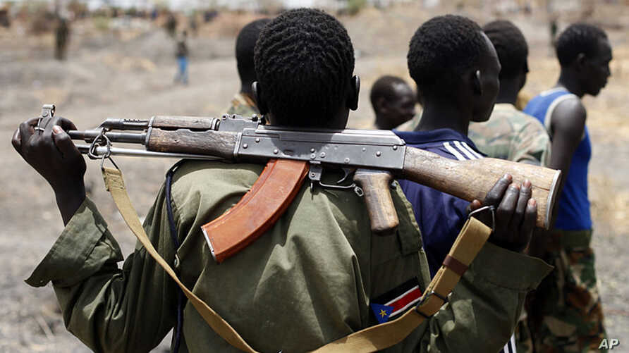 A soldier of South Sudan's SPLA army holds his rifle near an oil field in Unity State April 22, 2012. (Reuters)