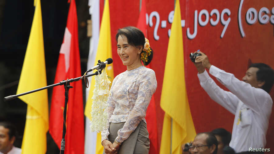 Burma's pro-democracy leader Aung San Suu Kyi delivers a speech calling for the amendment of the 2008 Constitution at a rally in Boseinman Stadium in Rangoon, May 17, 2014