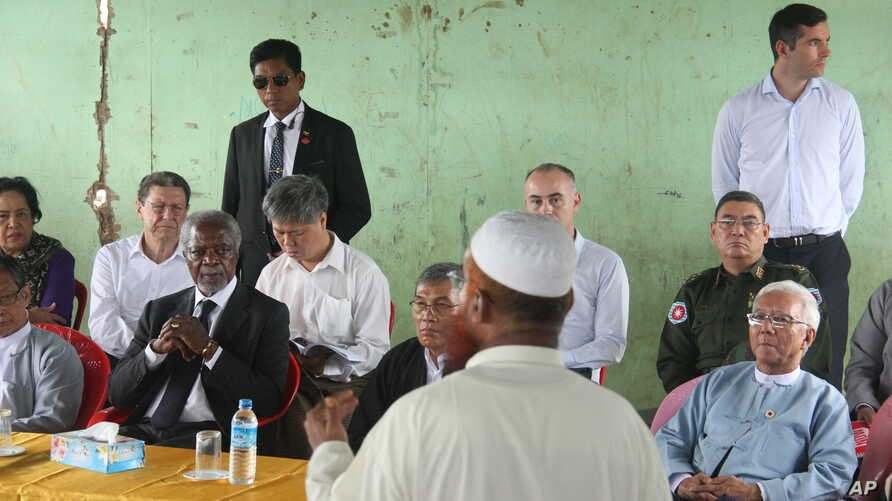 Former United Nations Secretary-General Kofi Annan, second left, listens to a Rohingya religious and community leader as he is explained the situation in the Internally Displaced People's camps as the Rakhine Advisory Commission visits a camp in Thet