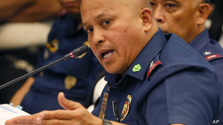 """Philippine National Police Chief Ronald Dela Rosa gestures at the continuing Senate probe on the rising number of extrajudicial killings related to Philippine President Rodrigo Duterte's """"War on Drugs"""", Aug. 23, 2016 in suburban Pasay city south of M"""