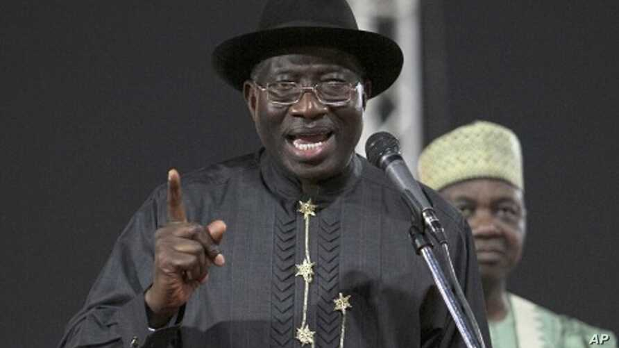 Nigeria's president Jonathan addresses delegates during the primaries of the ruling People's Democratic Party in Abuja, 13 Jan 2011
