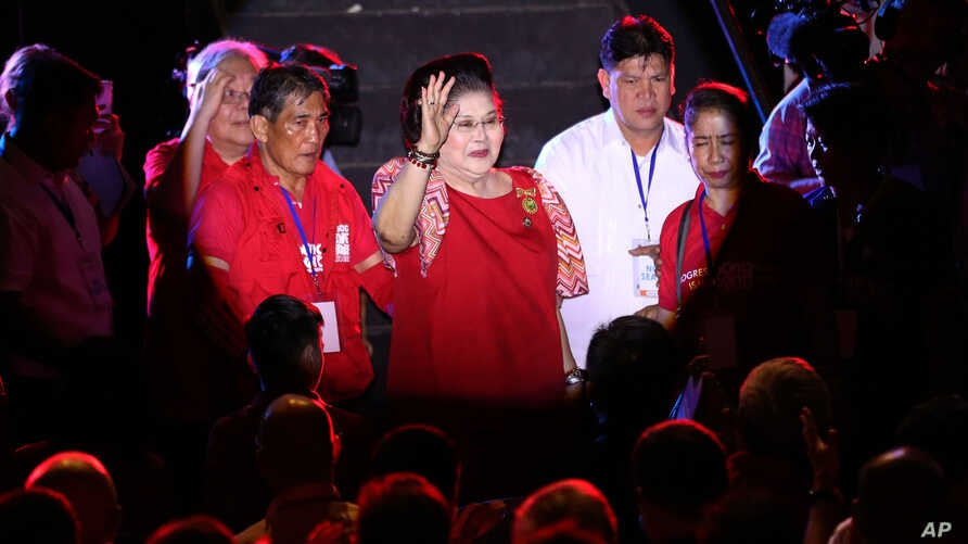 """Former first lady Imelda Marcos, center, waves to the crowd as she attends the last campaign rally of her son vice presidential candidate Sen. Ferdinand """"Bongbong"""" Marcos Jr. at suburban Mandaluyong city, east of Manila, Philippines on May 5, 2016."""