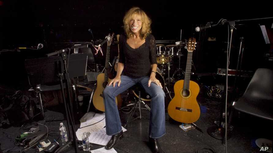 FILE - Singer-songwriter Carly Simon is seen in a New York studio in an Apr. 24, 2008, photo.