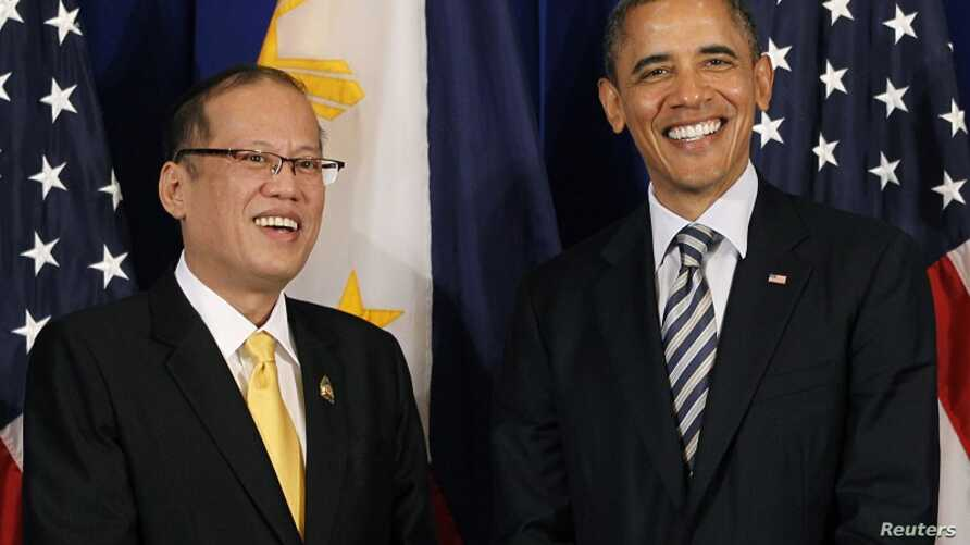 U.S. President Barack Obama meets with Philippines President Benigno Aquino on the sidelines of the ASEAN Summit in Nusa Dua, Bali, November 18, 2011.