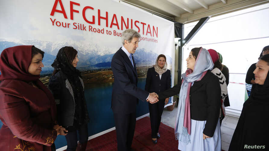 U.S. Secretary of State John Kerry meets with Afghan women entrepreneurs at the U.S. Embassy in Kabul, March 26, 2013. Kerry and Afghan President Hamid Karzai made a show of unity on Monday after weeks of heightened tensions over prisoner transfers a
