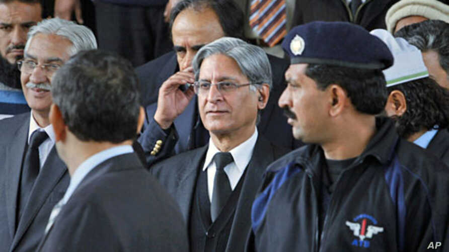 Aitzaz Ahsan, (C) the lawyer of Pakistan's prime minister Yusuf Raza Gilani, leaves after appearing the Supreme Court in Islamabad, February 2, 2012
