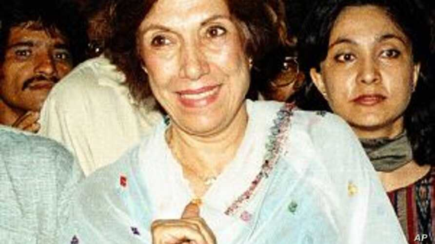 Mother of Late Pakistani PM Bhutto Dies