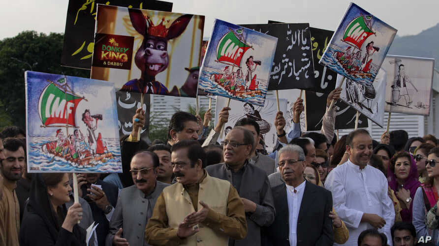 Lawmakers and supporters of Pakistan's opposition Party Pakistan Muslim League headed by ousted prime minister Nawaz Sharif, stage a protest outside Parliament House in Islamabad, Pakistan, condemning the arrest of their leaders, Oct. 11, 2018. They