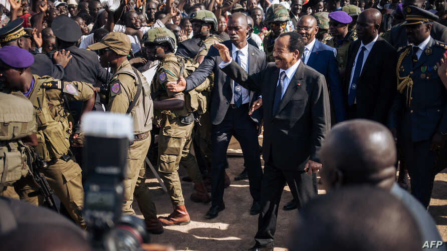 Cameroon's President Paul Biya (C) greets supporters during an electoral meeting at the stadium in Maroua during his visit in the Far North Region of Cameroon, Sept. 29, 2018.