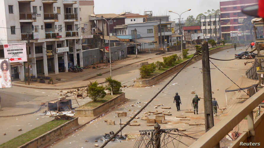 Soldiers clear a road in Bamenda, Cameroon, December 8, 2016.