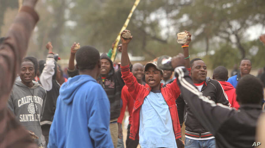 Protesters clash with Zimbabwean police in Harare, July, 4, 2016.