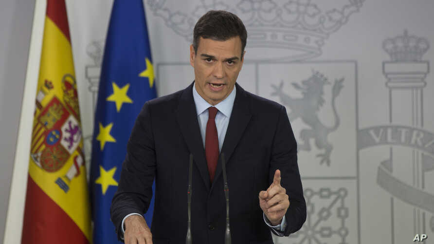 Spain's Prime Minister Pedro Sanchez delivers a speech at the Moncloa Palace in Madrid, Spain, Saturday, Nov. 24, 2018. Spanish PM Pedro Sanchez says Spain will agree to support the Brexit deal after Britain and the European Union agreed to give it a