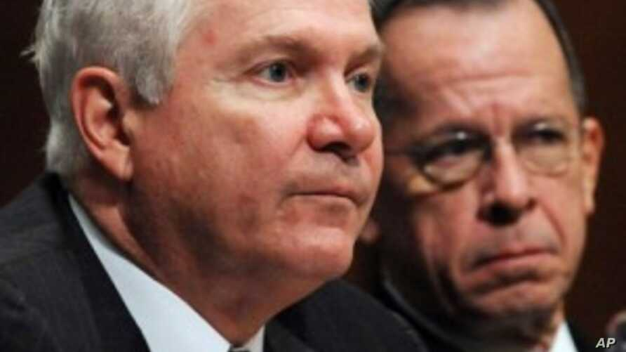 U.S. Secretary of Defense Robert Gates and Chairman of the Joint Chiefs of Staff Admiral Mike Mullen (file photo)