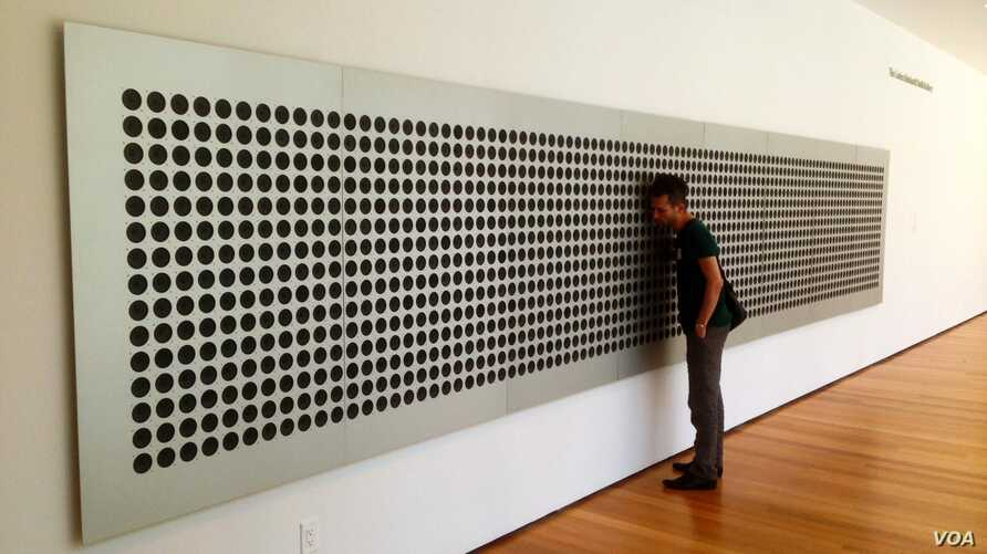 """Tristan Perich's """"Mictrotonal Wall"""" breaks down """"white noise"""" into 1500 of an infinite number pitches that can be experienced together and in sequence by MoMA visitors. (Adam Phillips/VOA)"""