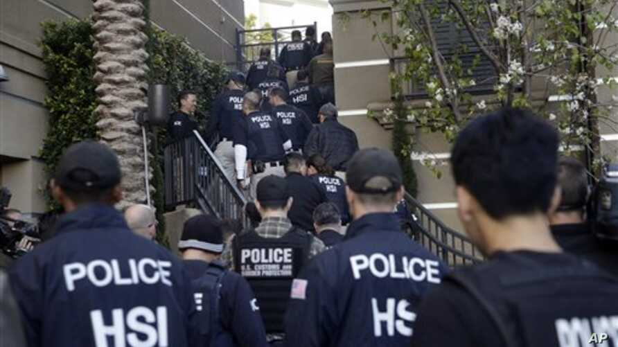 Federal agents enter upscale apartment complex where authorities say a birth tourism business charged pregnant women $50,000 for lodging, food and transportation, Irvine, Calif., March 3, 2015.