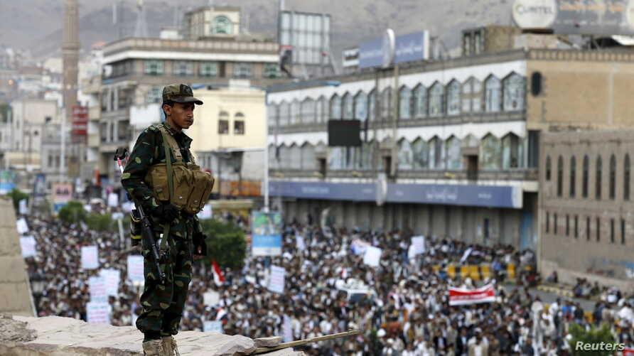 A Houthi militant stands guard as Houthi followers demonstrate against Saudi-led airstrikes in Yemen's capital Sana'a, July 24, 2015.