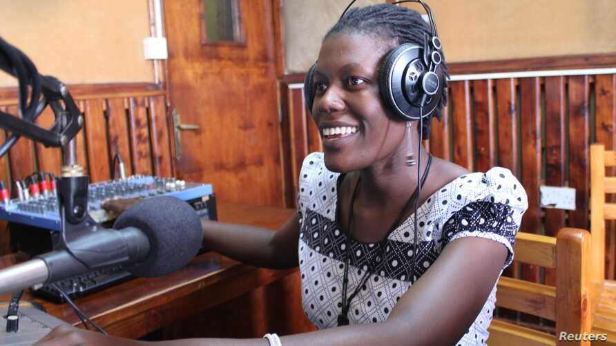 Mama FM puts women's voices and perspectives on the air, in a country where 85 percent of radio voices belong to men, Kampala, June 18, 2014. (Hilary Heuler/VOA)