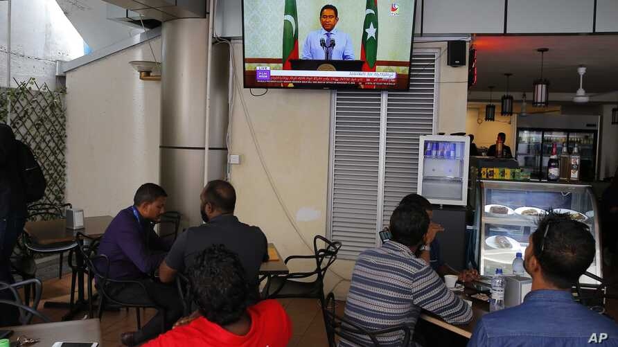 Maldivian watch a live telecast of statement delivered by President Yameen Abdul Gayoom at a cafe in Male, Sept. 24, 2018.