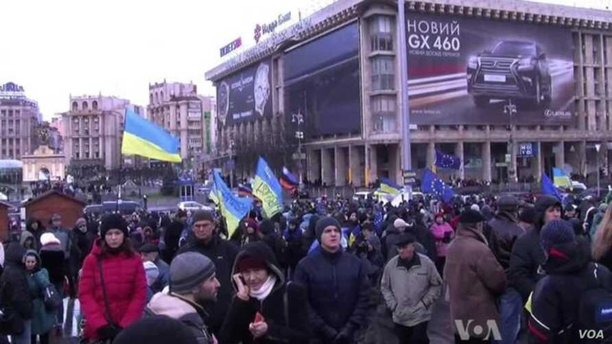 Torn Between East and West, Ukraine Debates Future