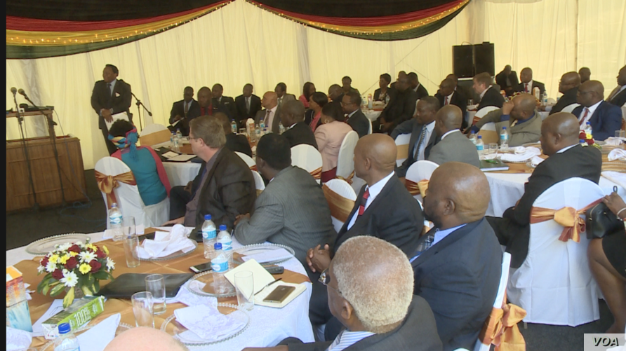 Zimbabwe business executives in Harare follow an address by President Emmerson Mnangagwa who wants to address the country's melting economy, Oct.  29, 2018