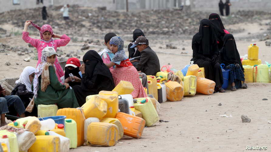 A five-day humanitarian truce in Yemen appeared to be broadly holding Wednesday, as people wait to collect water from a public tap amidst an acute water shortage, in Sana'a, May 13, 2015.