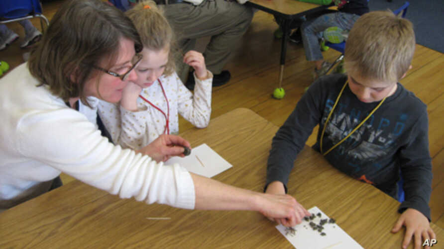 Four Winds Director Lisa Purcell leads a science workshop for 1st graders at Barstow Memorial School in Chittenden, Vermont.