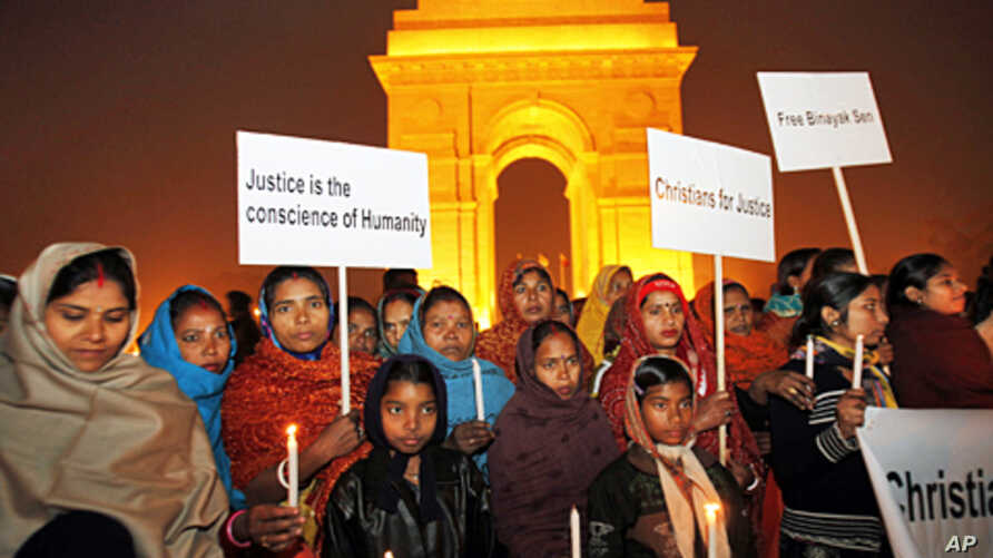 Demonstrators hold candles in front of the India Gate during a protest demanding the release of Indian doctor Binayak Sen in New Delhi, January 4, 2011