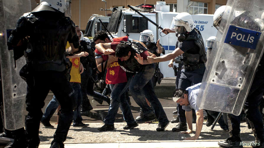 Riot police beat protesters during a demonstration to blame the ruling AK Party government on mining disaster in Izmir, western Turkey, May 15, 2014.
